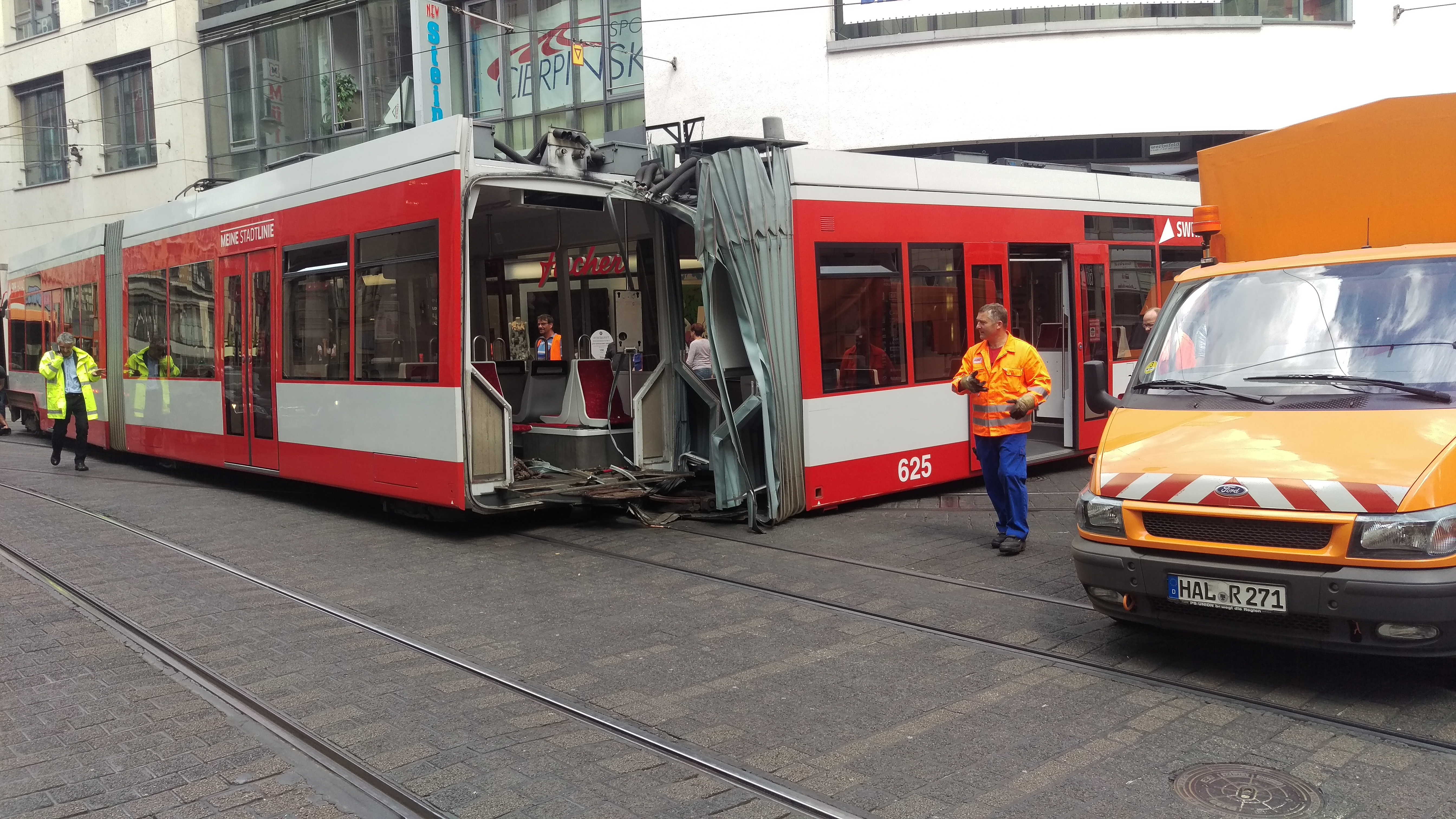Straßenbahn in Halle entgleißt | radio SAW