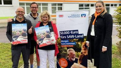 """Gewinnübergabe an Viola und den """"Schule macht Musik e.V."""