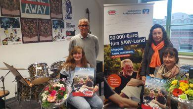 Gewinnerin Marie-Luise Thelemann, Schulleiter Rainer Voß, Meike König - Förderverein, Nordica Kühne (Prokuristin Volksbank Jerichower Land)