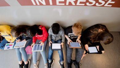 Jugendliche mit iPads