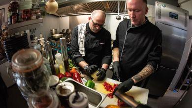 Restaurants kochen für Helfer und Bedürftige