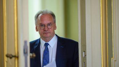 Reiner Haseloff, Ministerpräsident des Landes Sachsen-Anhalt, kommt in der Staatskanzlei in den Festsaal
