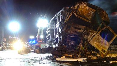 Das ausgebrannte LKW-Wrack auf der Autobahn 14