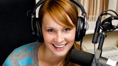 Praktikantin beim Radio