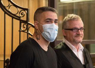 Rapper Bushido, steht beim Prozess gegen den Chef einer bekannten arabischstämmigen Großfamilie neben seinem Anwalt. Dem ehemaligen Geschäftspartner von Rapper Bushido werden mehrere Straftaten zum Nachteil von Bushido zur Last gelegt.