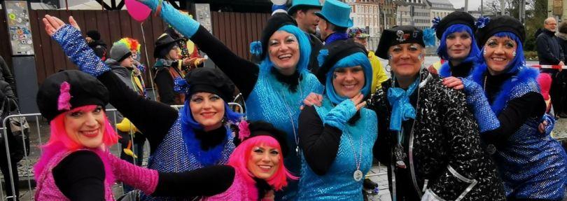 Kostümierte Frauen auf dem Schoduvel