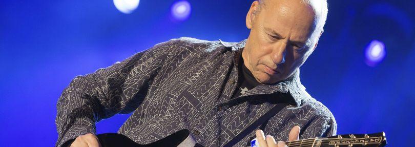 """Mark Knopfler, britischer Gitarrist und Sänger, tritt beim Festival """"Musicians in Nature"""" auf."""