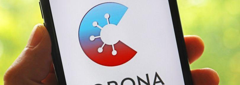 Die offizielleCorona-Warn-Appist auf einem Smartphone zu sehen