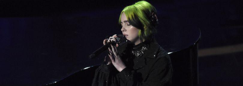 Billie Eilish tritt bei der 92. Verleihung der Academy Awards im Dolby Theatre auf.