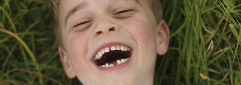 Kleiner Prinz George mit Zahnlücke