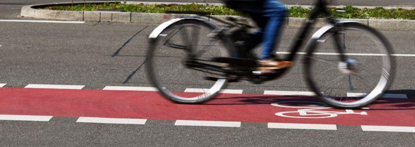 Radfahrer auf einem Fahrradstreifen
