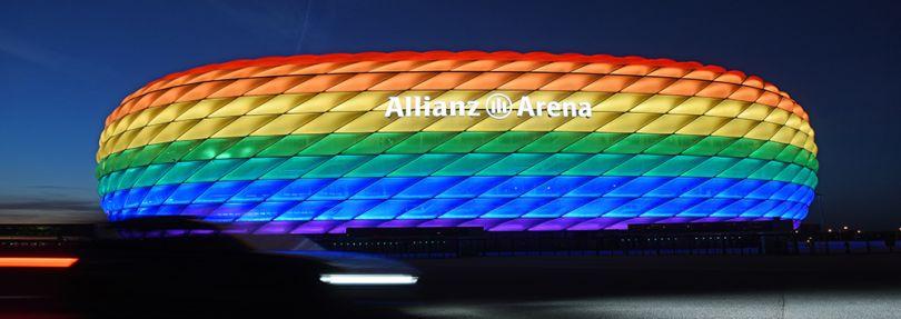 Münchens Allianz Arena in Regenbogenfarben