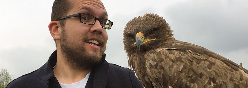 Danilo Weiser mit Adler Rudi