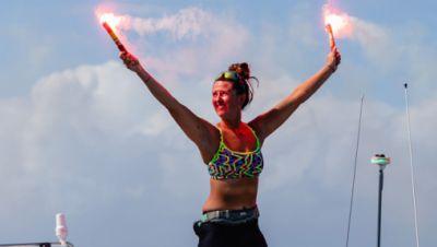 Jasmine Harrison aus Thirsk in North Yorkshire bei Ihrer Ankunft in der Karibik