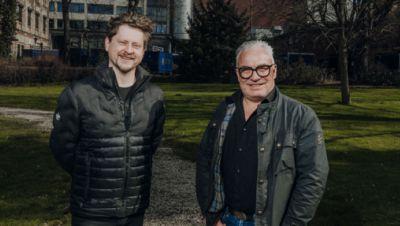 Paul Kunze, Geschäftsführer der Applaus GmbH, und Marco Bittner, Gesellschafter, veranstalten im Garten des Hofbrauhauses Wolters von Juni bis September eine Konzertreihe.