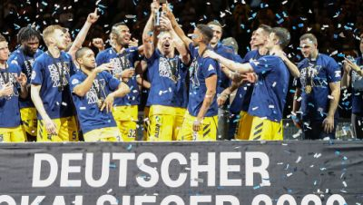 BBL-Pokal, Alba Berlin - Albas Team jubelt im Konfettiregen
