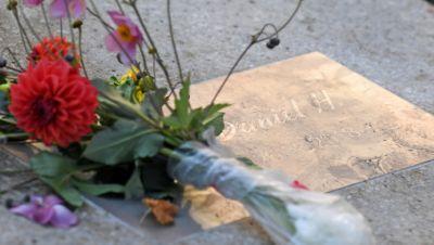 Gedenkplatte für den getöteten Daniel H. in Chemnitz
