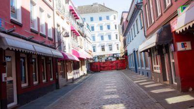 Menschenleer ist die legendäre Herbertstraße auf St. Pauli.