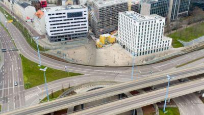 Nur vereinzelt fahren Autos über den größten Verkehrsknotenpunkt der Stadt, den Riebeckplatz.