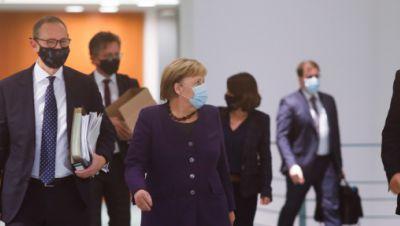 Angela Merkel (CDU, M), Michael Müller (SPD, l), Regierender Bürgermeister von Berlin, und Markus Söder (r, CSU)
