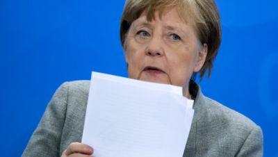 Angela Merkel äußert sich bei der Pressekonferenz im Bundeskanzleramt