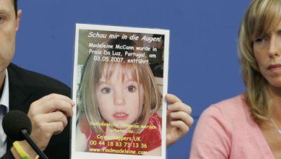 Kate und Gerry McCann zeigen während einer Pressekonferenz ein Bild ihrer verschwundenen Tochter Madeleine (Maddie)