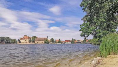 Flechtigen: Wasserschloss und Schloßsee
