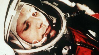 Juri Gagarin in seinem Raumanzug, kurz vor dem Start zum ersten bemannten Weltraumflug vom Weltraumbahnhof Baikonur