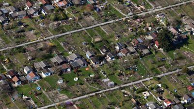 Luftbild, aus einem Flugzeug aufgenommen, einer Karlsruher Kleingartenanlage.