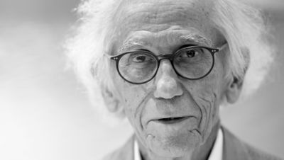 Verhüllungskünstler Christo nimmt im Flagshipstore eines Verlages an einer Signierstunde seiner Bücher «Verhüllter Reichstag», «The Floating Piers» und «Barrels and The Mastaba» teil.