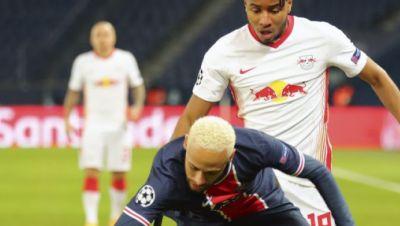 Superstar Neymar (vorne) gegen Leipzigs Christopher Nkunku.