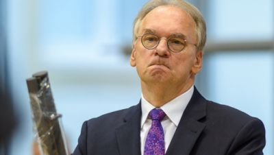 Reiner Haseloff (CDU), Ministerpräsident des Landes Sachsen-Anhalt, steht während einer Regierungsbefragung im Landtag