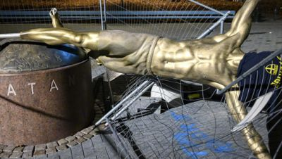 Zlatan Ibrahimovic-Statue
