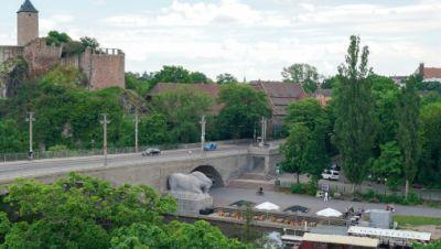 Symbolbild: Blick zur Burg Giebichenstein an der Kröllwitzer Brücke an der Saale.