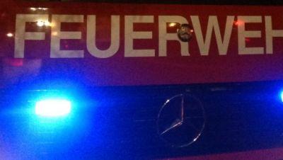 Feuerwehr in der Nacht im Einsatz
