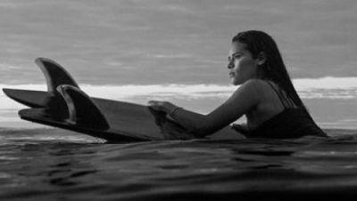 Surferin Katherine Díaz